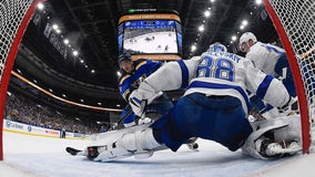 Blues beat Lightning to spoil Maroon's homecoming