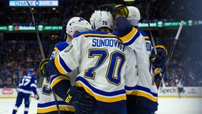 Sundqvist scores 2 before injury, Blues beat Lightning