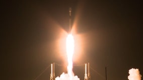SpaceX Falcon 9 sends 60 communication satellites into space