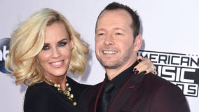 Donnie Wahlberg leaves IHOP waitress $2,020 as part of tip challenge