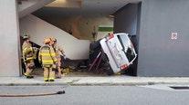 Sarasota car crash injures 2, closes roads