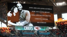 Super Bowl honors Kobe with moment of silence