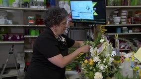 Faced with too many flowers, florist chooses to brighten people's day