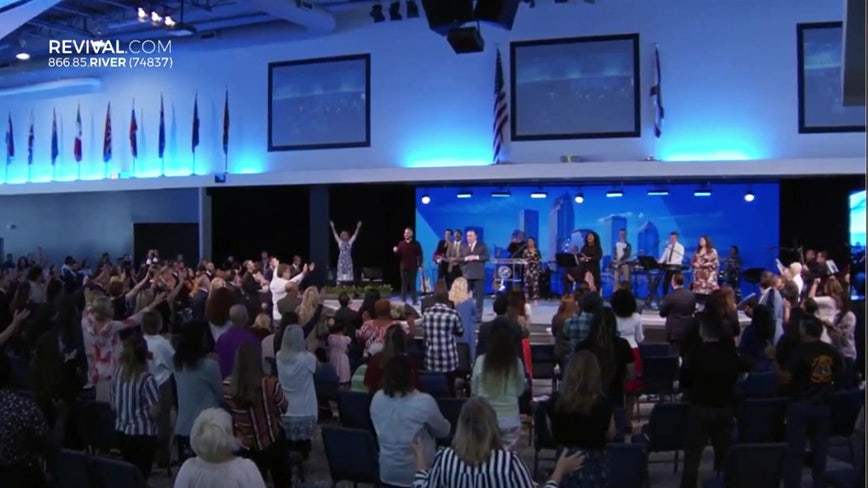 To open or not to open? Tampa megachurch pastor weighsoption of opening church doors on Easter