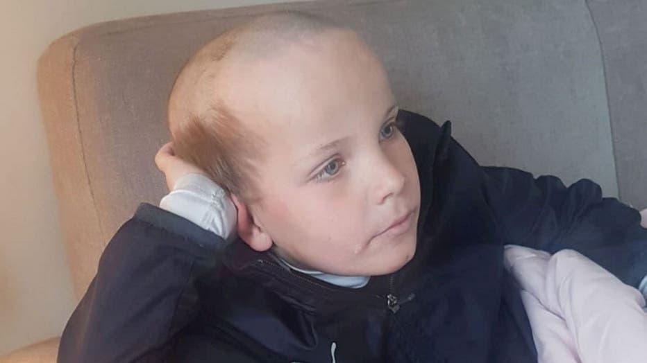 36424374-Kid cuts hair