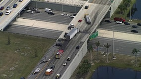 Two dead after crash involving 7 vehicles, 2 tractor-trailers on I-75 in Manatee County