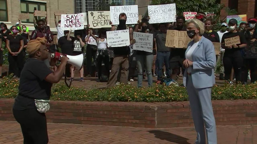With shouts of 'Go home Jane,' Tampa protesters refuse meeting with mayor