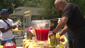 Indiana police officer helps 12-year-old boy run lemonade stand, matches proceeds