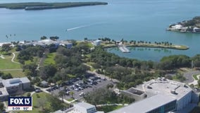 For social distancing, Eckerd College takes classes outside