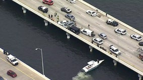 Suspects jump into Tampa Bay after crash on Howard Frankland; 1 found dead, 1 seriously injured