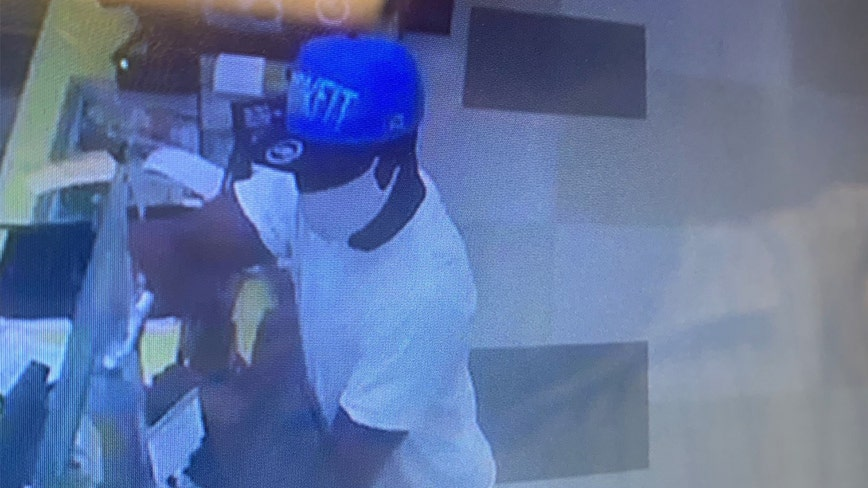 Palmetto police search for gunman who pistol-whipped Publix cashier during robbery attempt