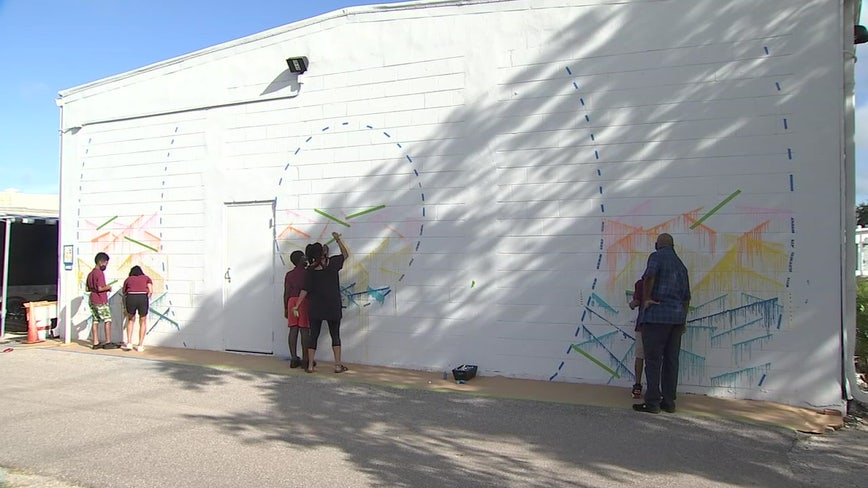 Mural artist helps students in St. Pete create mural with lasting impact