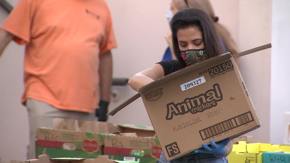 Asianna Lotito unloading boxes of food