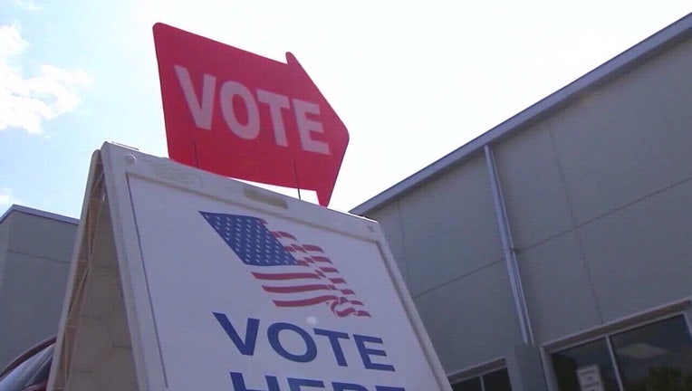 early voting, vote here sign