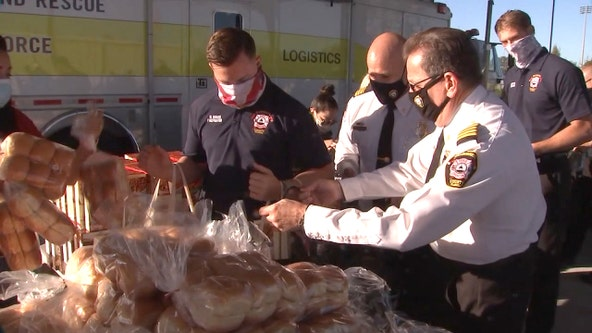 Mike Alstott Foundation delivering Thanksgiving meals for Hillsborough County firefighters