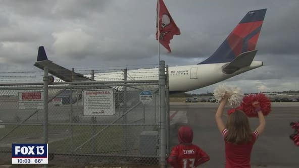 Fans give Bucs a warm sendoff as they head to Green Bay for the NFC Championship game