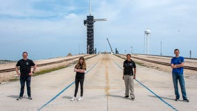 2 space fans get seats on billionaire's private SpaceX flight