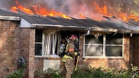 Residents escape injury as fire destroys Lakeland apartments