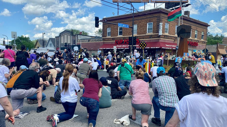 Moment-of-silence-38th-and-chicago