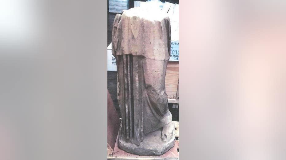 kim-K-statue.jpg