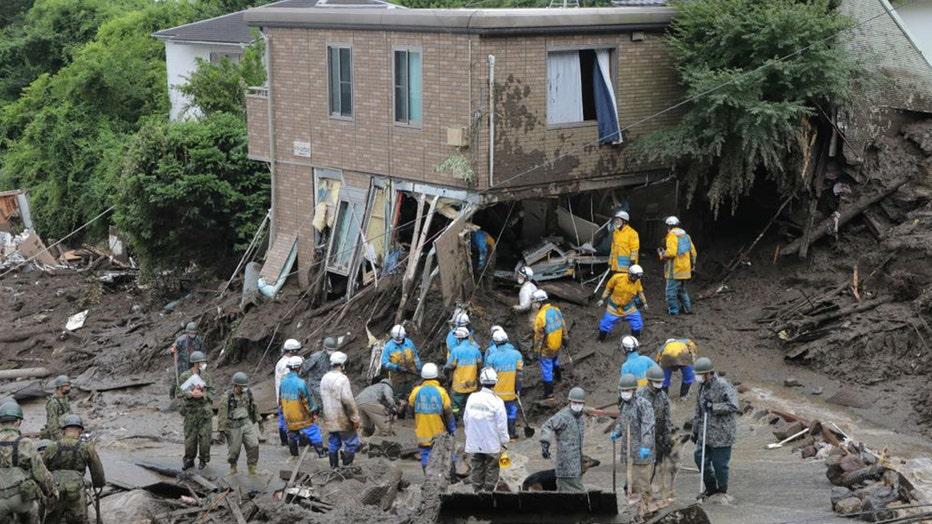 Japan-mudslide-search.jpg