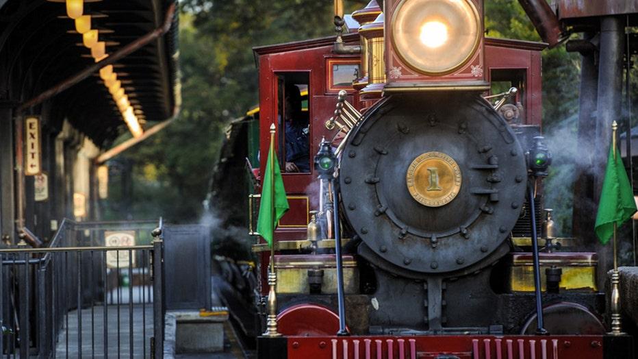DISNEY-walt-disney-world-railroad-.jpg