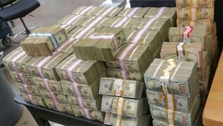 ee1d143e-3-million-cash-mexico_1472317329365-404023.jpg