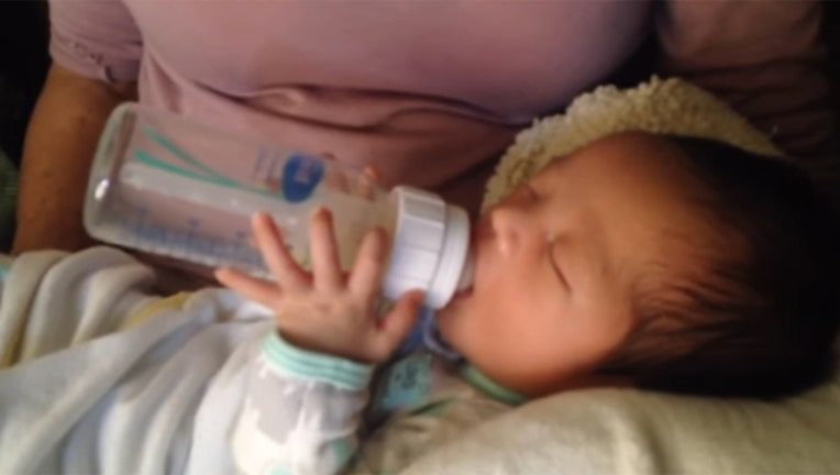ab053448-Newborn Feeds Self-402970
