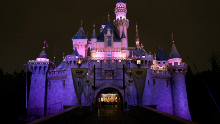 077749ad-DisneyLand GETTY_1511206895608-407068.PNG