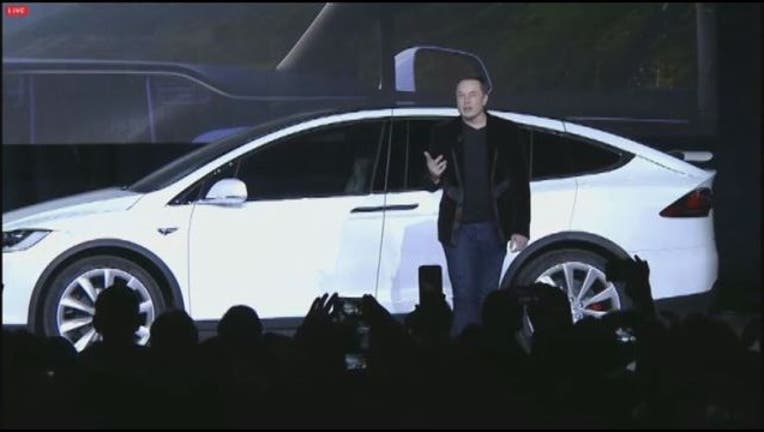 52823cdd-FREMONT__Elon_Musk_presents_new_Tesla_SU_1_20150930053300-405538