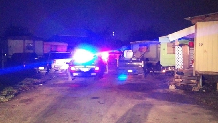 f0864cac-Man shot and killed outside east Houston mobile home