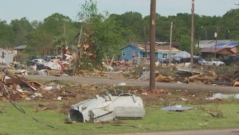 34473313-Franklin_residents_assess_damage_after_s_0_20190416122852-407693