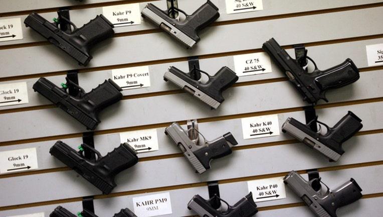 a2b3c587-HandgunsStoreGettyImages_1521865829581-401720-401720.jpg