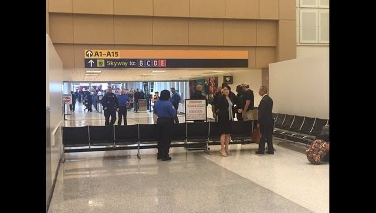 8076faac-George Bush Intercontinental Airport on May 24, 2016