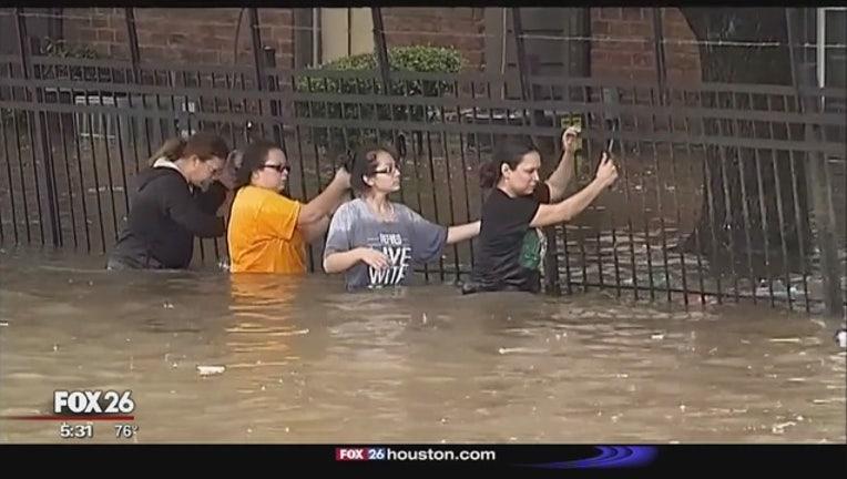Mayor_holds_meeting_on_flood_response_3_20160420224131