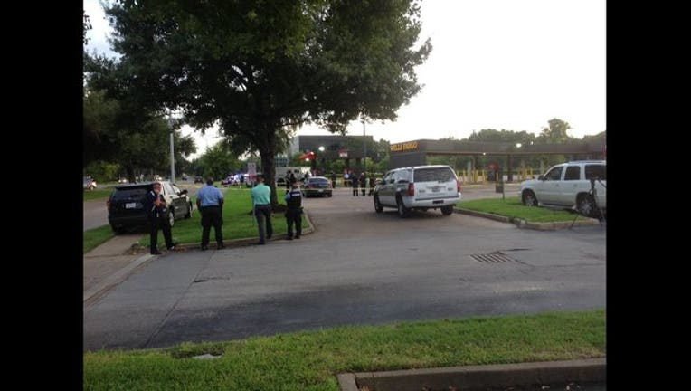 bd524b54-Brinks security guard shot and killed during robbery