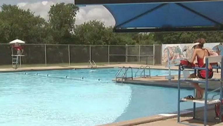 31992875-Some_Austin_pools_still_closed_on_first__1_20160620223558-407693