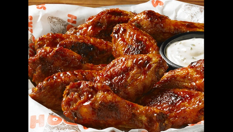 778a4e12-WCPO_Hooters_chicken_wings_1466174054059_40535910_ver1.0_640_480_1469803345604-404959.jpg