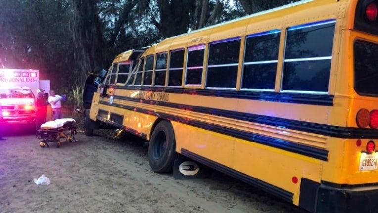 c78ea3d5-bus crash_1512486841463-404959.jpg