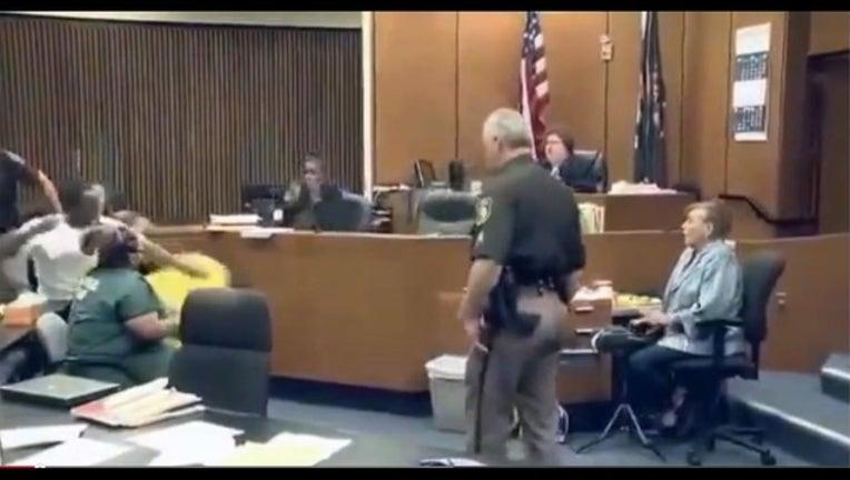 2fe82f9d-courtroom brawl_1441123445531.jpg