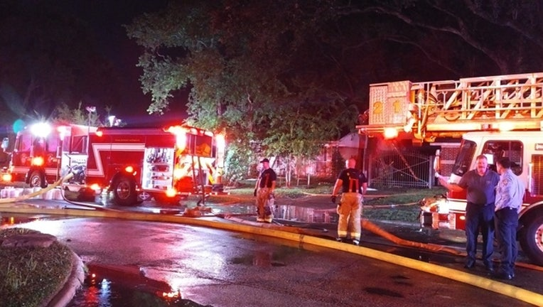 e8ce1776-One killed, one critically injured in house fire