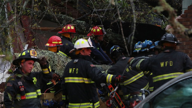 a17ea37c-GETTY Florence Tree Down 091418-401720