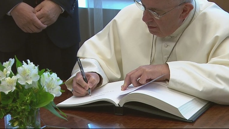 Pope Francis Signs UN Guestbook-402970