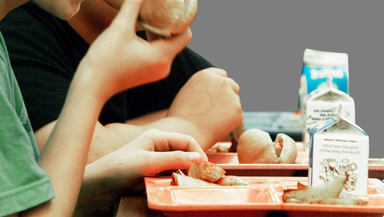 c7751f6b-school-lunch-photo_1504115616160.jpg