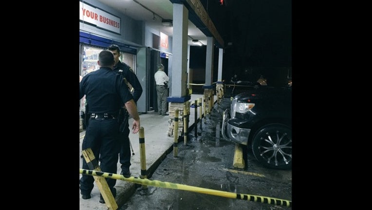 05416be1-Police investigate fatal shooting outside convenience store