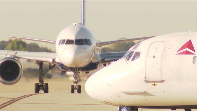 6b869aac-waga atlanta airport delta plane taxiway side and front_1558986812627.JPG-404959.jpg