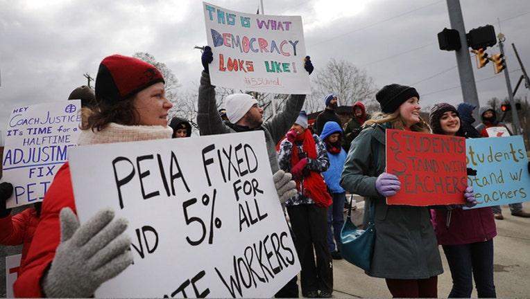 67990669-West Virginia teacher strike (GETTY IMAGES)-401720