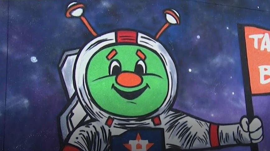 New Montrose art mural celebrates Astros ALCS Game 2 win