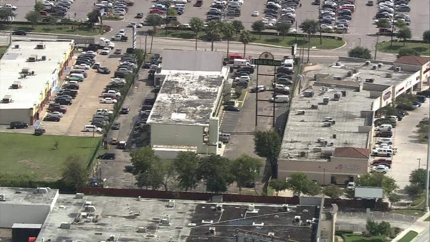 Police: Armed suspect barricaded in motel room in southeast Houston