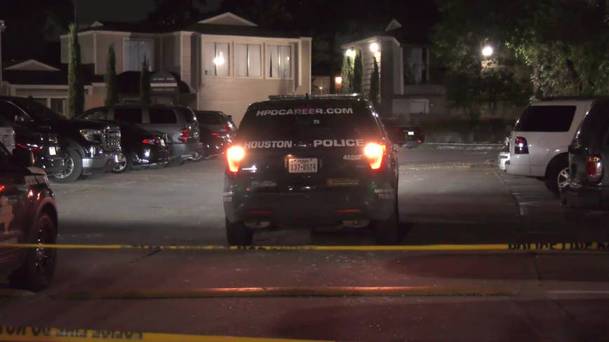Teen shot in leg at apartment complex in north Houston
